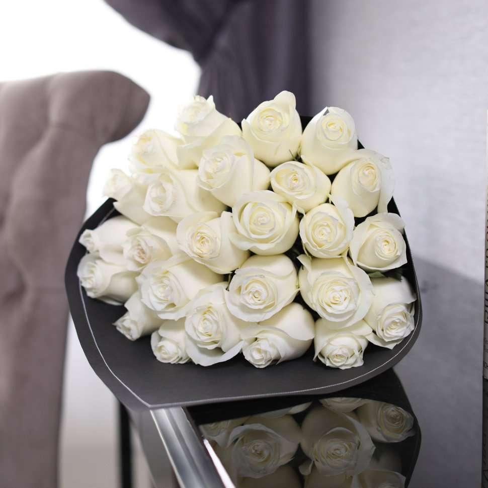 картинки белые розы в подарок что она